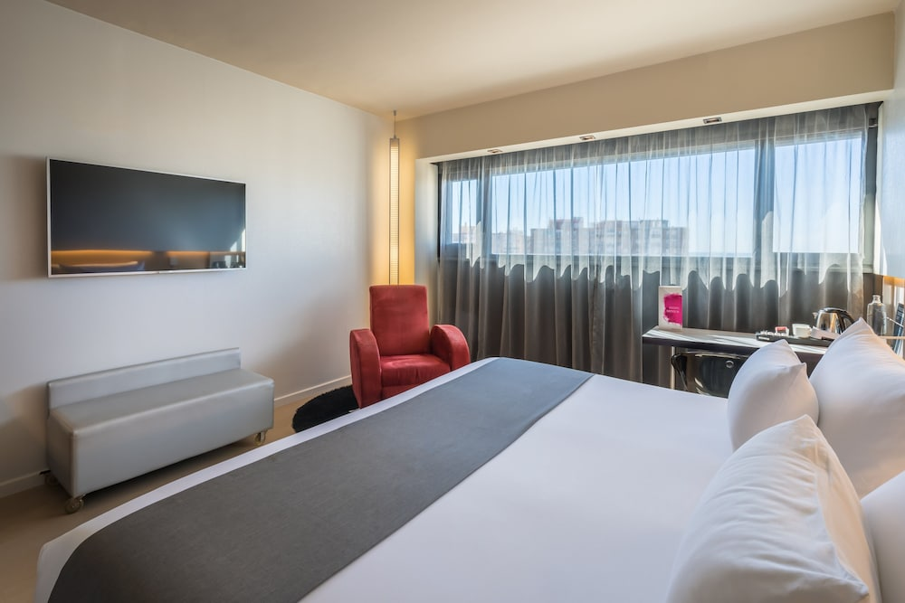 https://i.travelapi.com/hotels/2000000/1690000/1682800/1682733/4775f6c5_z.jpg