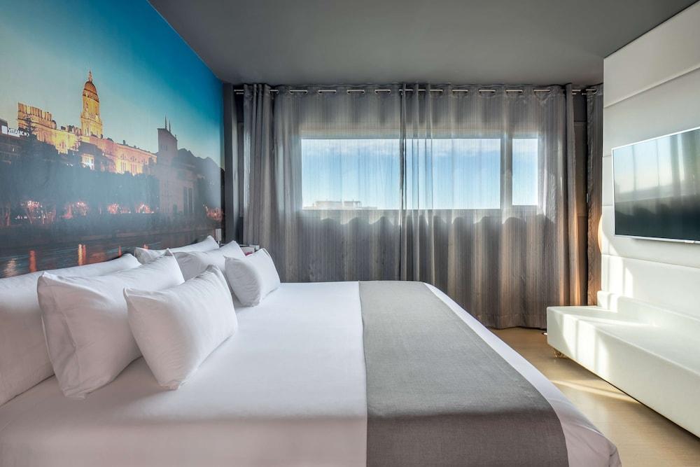 https://i.travelapi.com/hotels/2000000/1690000/1682800/1682733/7cd5c3e8_z.jpg