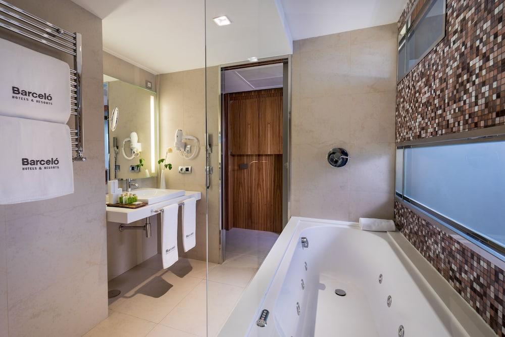 https://i.travelapi.com/hotels/2000000/1690000/1682800/1682733/caf3393e_z.jpg