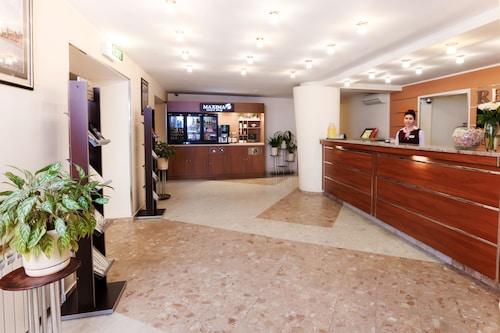 . Maxima Slavia Hotel