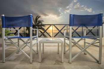 Hotel - Blue Chairs Resort by the Sea