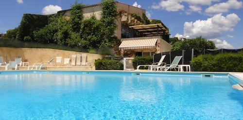 . Hôtel - Résidence Lou Paradou