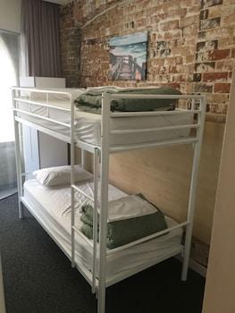 6 Bed Dorm Room (Ensuite)