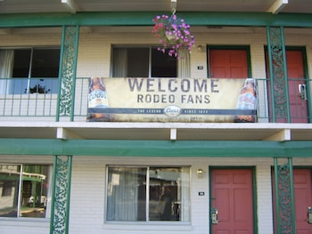 Pendleton Vacations - Knights Inn Pendleton - Property Image 1