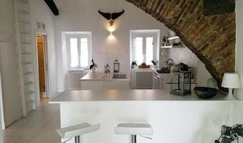 Executive Apartment, 1 Bedroom, Kitchen, Partial Lake View