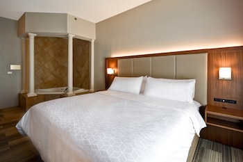 Suite, 1 King Bed, Jetted Tub (Whirlpool)