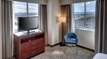 King, Junior Suite, Mountain View