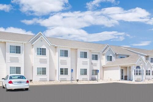 . Microtel Inn & Suites by Wyndham Colfax/Newton