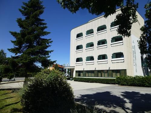 . Hotel Romanisio