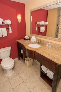 Comfort Suites Commonwealth - Bathroom  - #0