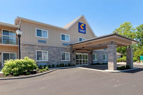 . Comfort Inn & Suites Thousand Islands Harbour District