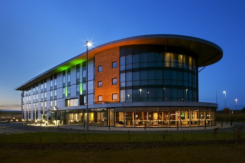 . Holiday Inn Salisbury - Stonehenge