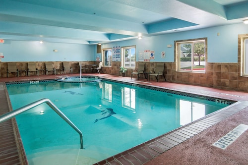. Clarion Inn & Suites Weatherford South