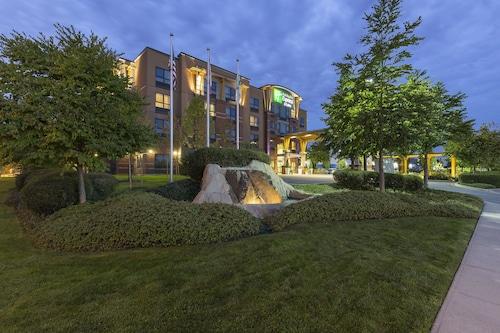 . Holiday Inn Express Hotel & Suites Riverport Richmond, an IHG Hotel
