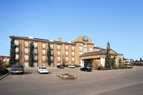 Days Inn & Suites by Wyndham Strathmore, Division No. 5