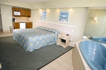 Guestroom at Schooner Inn in Virginia Beach