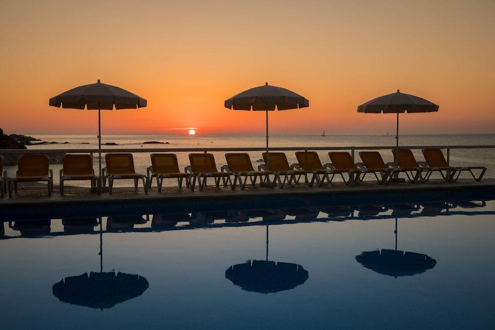 https://i.travelapi.com/hotels/2000000/1720000/1712300/1712222/2b7043c7_z.jpg