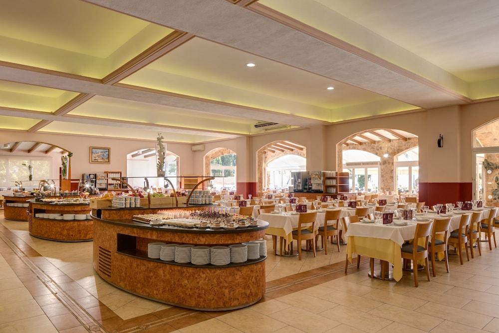 https://i.travelapi.com/hotels/2000000/1720000/1712300/1712222/3cc6ff99_z.jpg