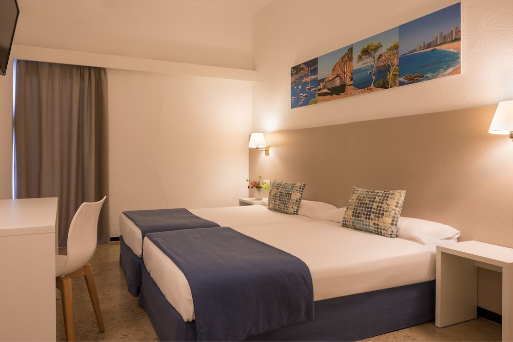 https://i.travelapi.com/hotels/2000000/1720000/1712300/1712222/54a11d28_z.jpg