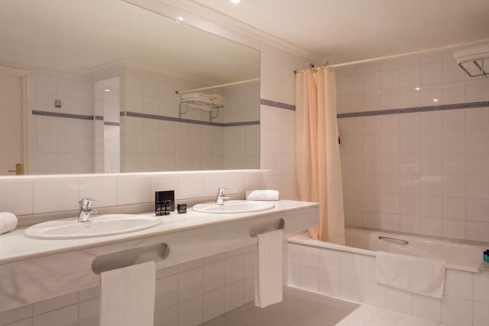 https://i.travelapi.com/hotels/2000000/1720000/1712300/1712222/df4acadf_z.jpg
