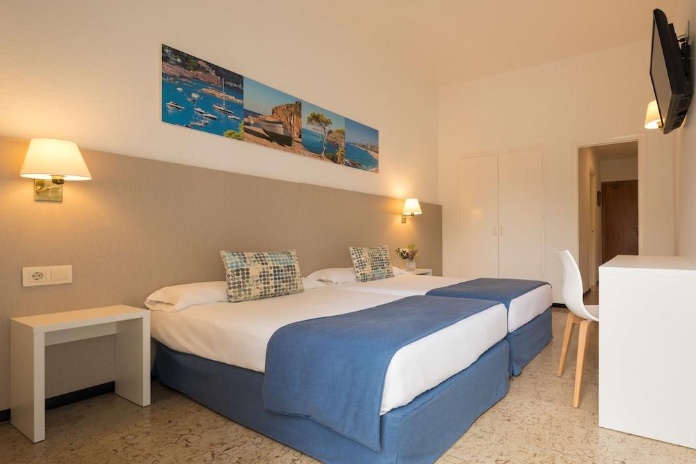 https://i.travelapi.com/hotels/2000000/1720000/1712300/1712222/ea5ef1b3_z.jpg