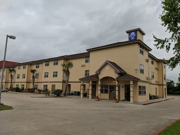 Hotel - Americas Best Value Inn & Suites Winnie