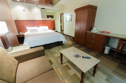 Canad Inns Destination Center Grand Forks, Grand Forks