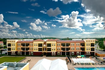 Hotel - Emerald Greens Hotel Condo Resort