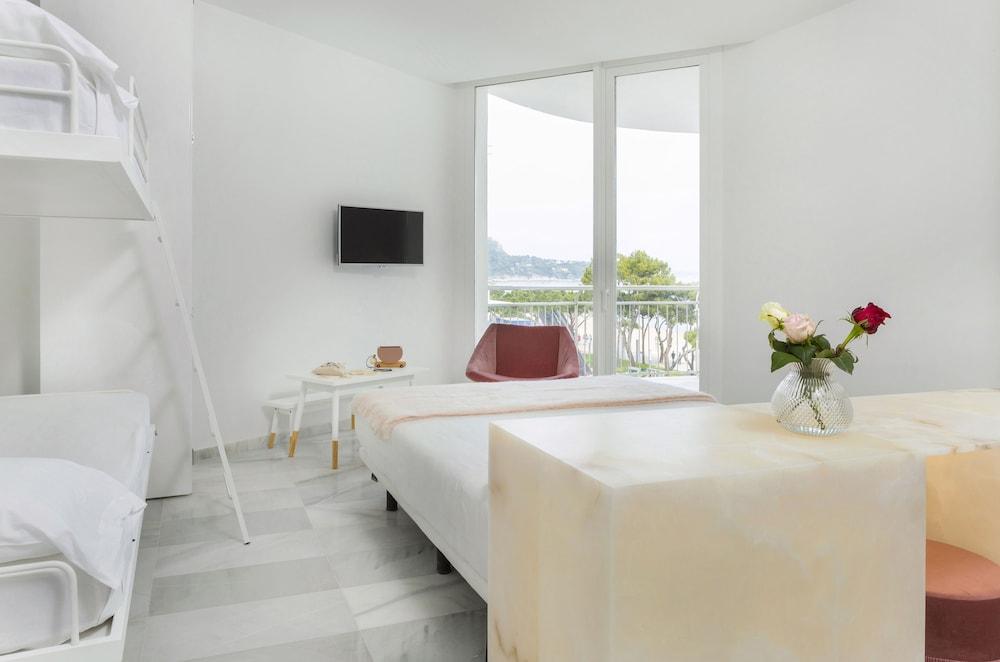 https://i.travelapi.com/hotels/2000000/1720000/1716000/1715915/109737a8_z.jpg