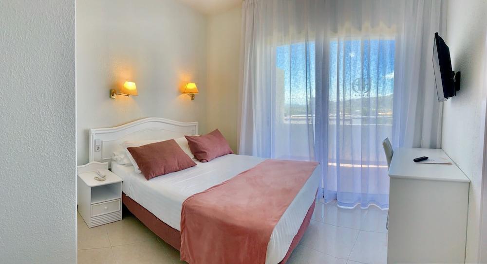 https://i.travelapi.com/hotels/2000000/1720000/1716000/1715915/6002b82c_z.jpg