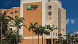 Holiday Inn Express & Suites Fort Lauderdale Airport South