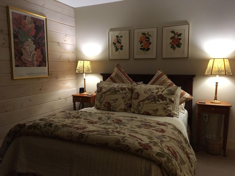 https://i.travelapi.com/hotels/2000000/1730000/1720600/1720584/3fdfe3fc_z.jpg