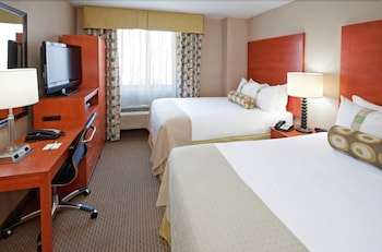 Guestroom at Holiday Inn Manhattan 6th Ave - Chelsea in New York