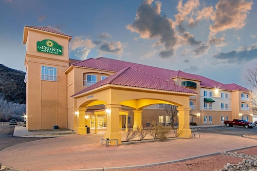 . La Quinta Inn & Suites by Wyndham Ruidoso Downs