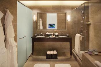 Deluxe Suite, 2 Queen Beds, City View