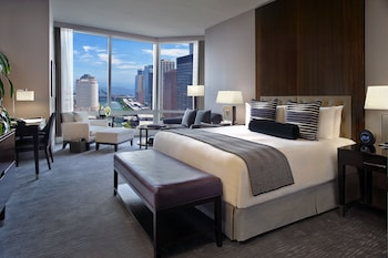 Deluxe Room, 1 King Bed, City View