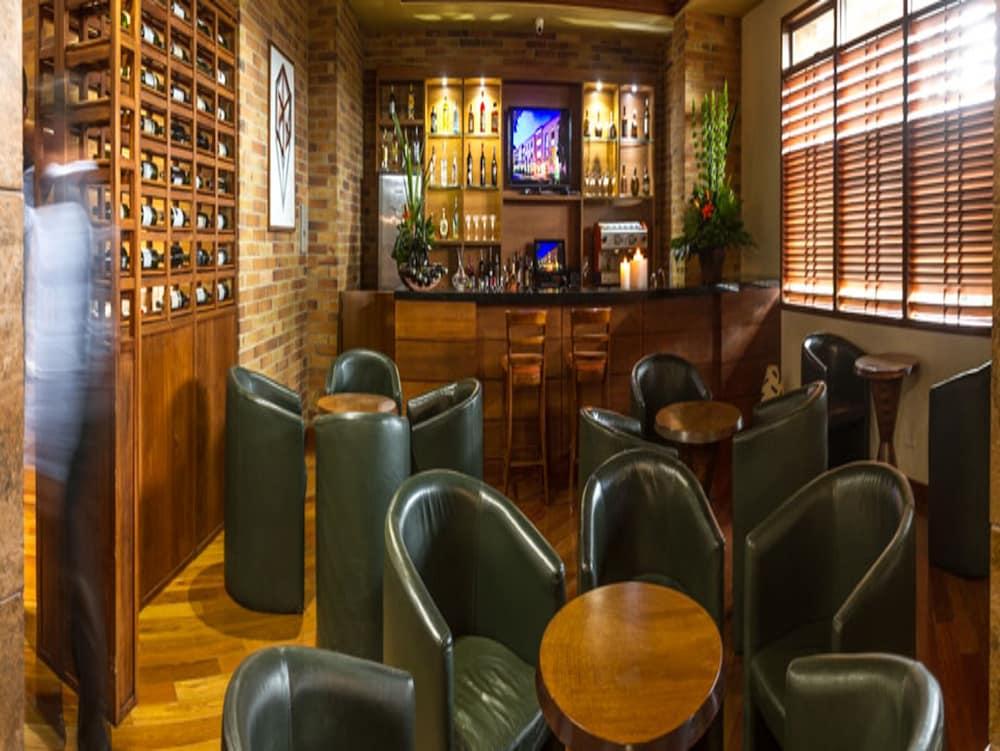 호텔 하비텔 이 센트로 데 콘벤시오네스(Hotel Habitel y Centro De Convenciones) Hotel Image 36 - Hotel Bar