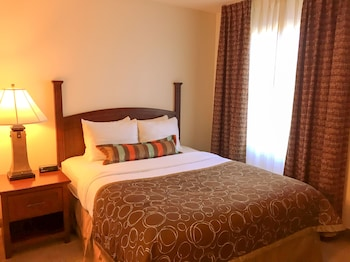 Suite, 1 Queen Bed, Non Smoking (Conference)