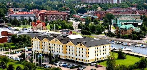 . Hotel Riverside