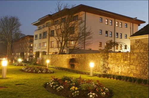 . Annebrook House Hotel