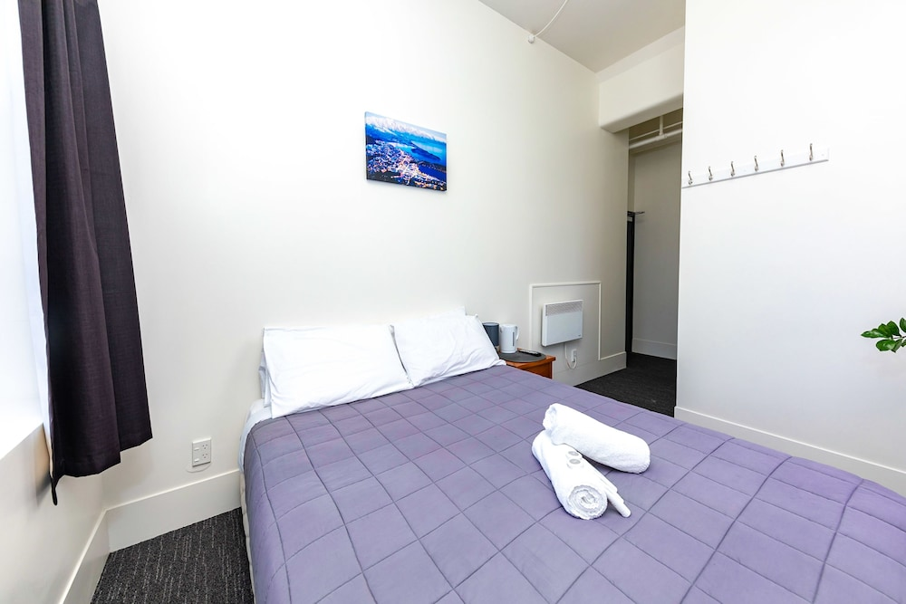 Suite : Double Room, Ensuite 9 of 32