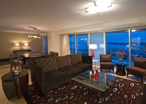 . Le Merigot Hotel