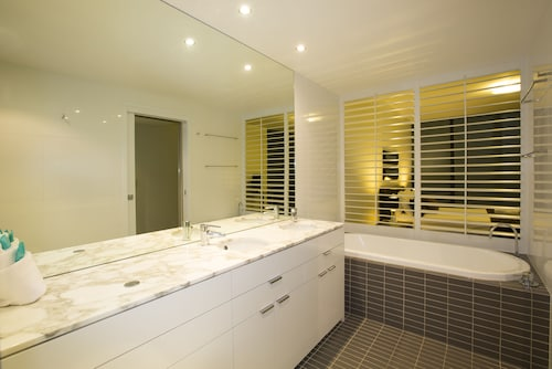 Ultra Broadbeach, Broadbeach-Mermaid Beach