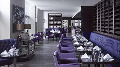 Radisson Blu Waterfront Hotel, Jersey,