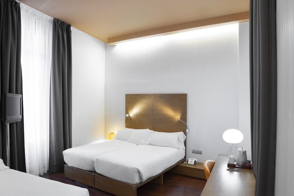 https://i.travelapi.com/hotels/2000000/1750000/1742100/1742058/c681718d_z.jpg