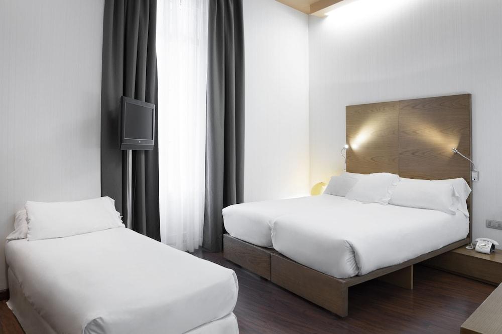 https://i.travelapi.com/hotels/2000000/1750000/1742100/1742058/d3eea230_z.jpg