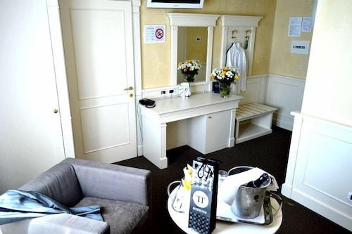 . Hotel Omnia