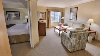 Suite, 1 King Bed, Accessible, Bathtub (Mobility)