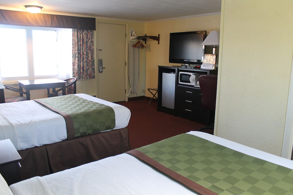 Room : Standard Double Room, 2 Double Beds, Non Smoking 46 of 130