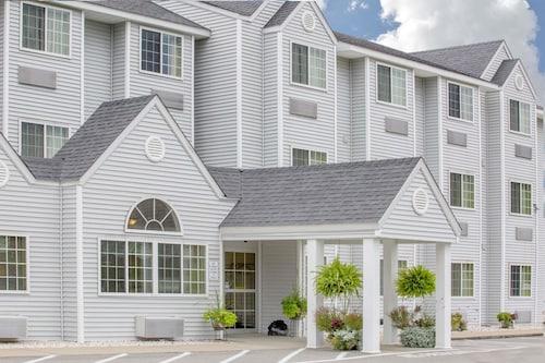 . Microtel Inn & Suites by Wyndham Gassaway/Sutton